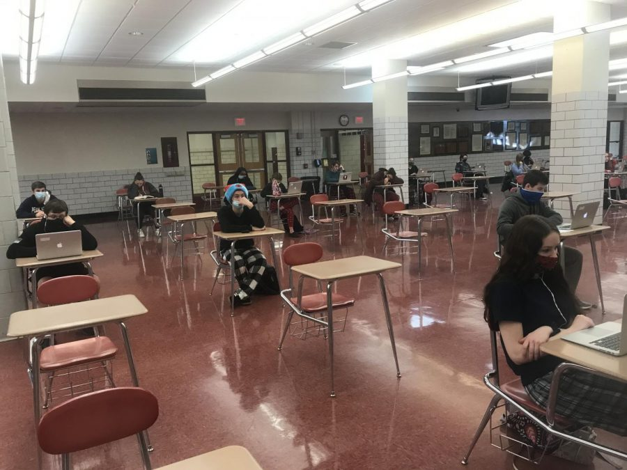 Kurt+Cessna%27s+sixth+period+Study+Hall+practices+social+distancing+in+the+Cafeteria.